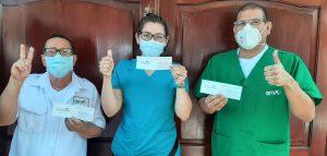 Equipo AMI recibe su primera dosis de vacunación